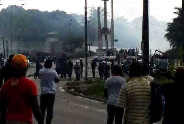 Manifestants et forces de l'ordre à RIO