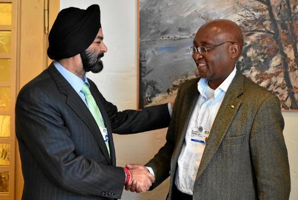 Ajay Banga, PDG de MasterCard (Gauche) et Donald Kaberuka, Président de la Banque Africaine de Développement (droite)