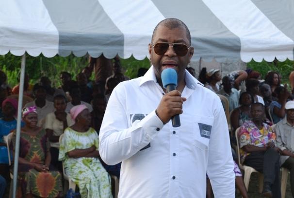 Alexandre Barro Chambrier à Akébé Djogoni