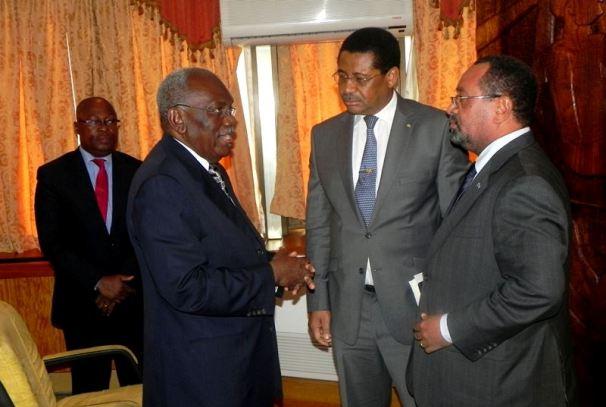 Daniel Ona Ondo au milieu entre Guy Bertrand Mapangou et Zacharie Myboto