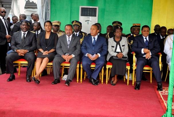 Les officiels à la cérémonie d'hommage à Rose Francine Rogombé