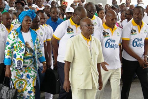 Faustin Boukoubi et la délégation du PDG au Mausolée Omar Bongo Ondimba