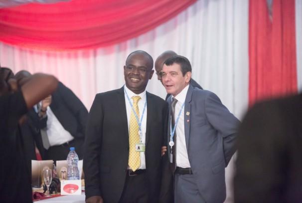 Hervé-Olivier Ndjapoum (DG d'Airtel Gabon) et Christian de Faria (PDG d'Airtel Afrique)