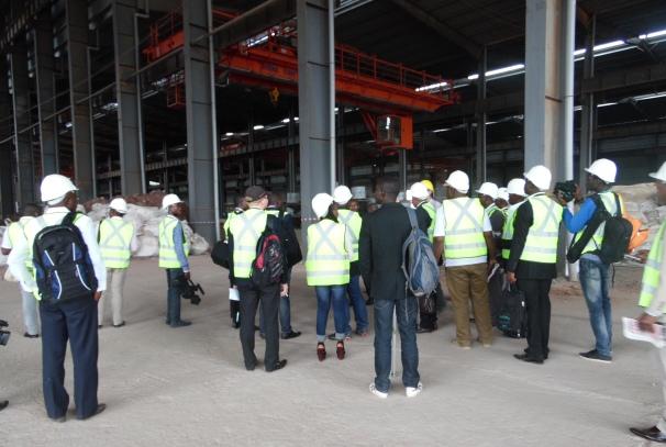 Les journalistes aux acieries du Gabon (ZES de Nkok)