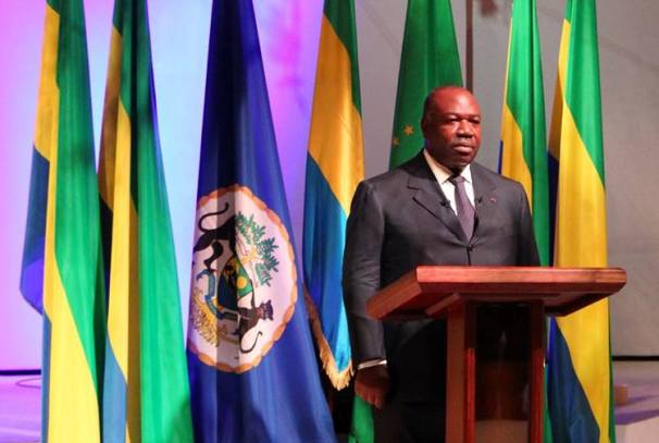 Ali Bongo Ondimba s'adresse à la Nation débout