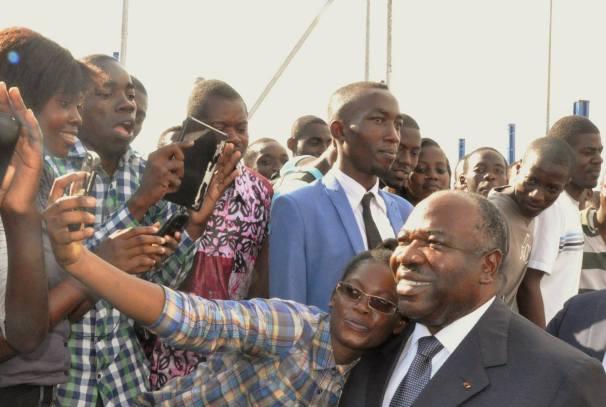 Ali Bongo Ondimba avec les étudiants de l'UOB