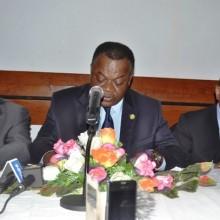 Michel Menga (gauche), Michel Mboumi (milieu) et Alexandre Barro Chambrier (droite)