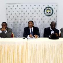 Daniel Ona Ondo au milieu (réunion du PDG Woleu Ntem)