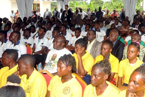 Les élèves de la Ngounié à l'écoute du Chef de l'Etat