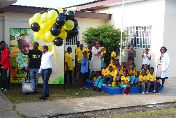 Les enfants à l'ENEDA lors de la cérémonie de remise de don de Western Union