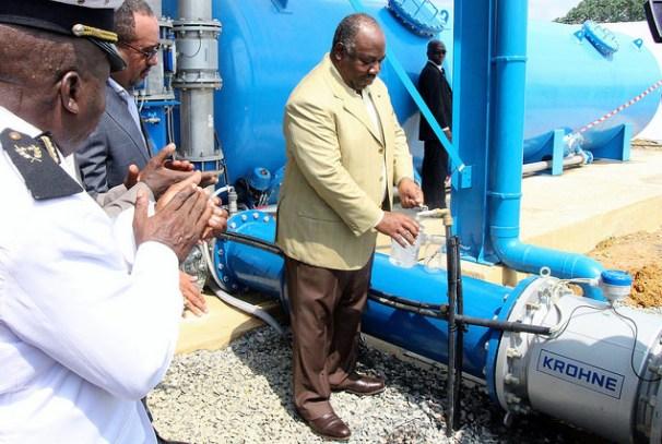 Ali Bongo Ondimba procède à la mise en service d'une usine de production d'eau à Ntoum