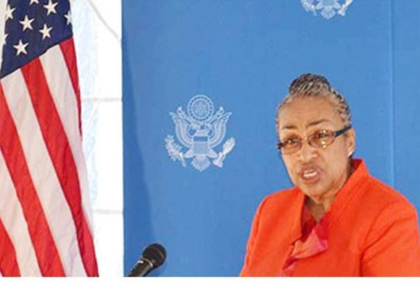 Cynthia H. Akuetteh à l'inaururation d'American Corner de Libreville (photo gabonreview)