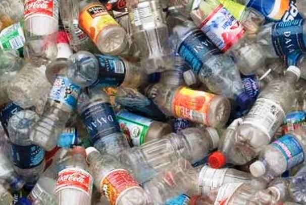 Quelques bouteilles en plastique à recycler