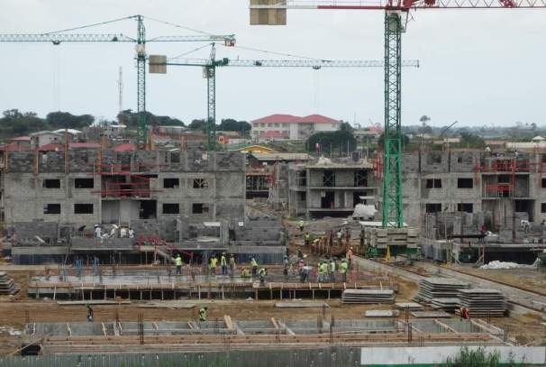 Un chantier de construction des logements au Gabon