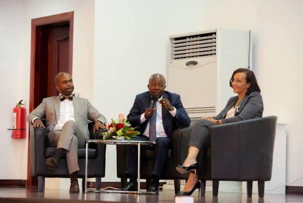 cérémonie de lancement de la deuxième édition du concours Graines de Manager (Alain Ditona Moussavou au milieu)