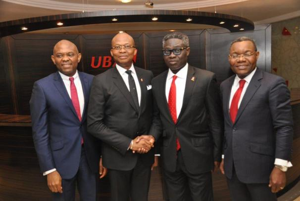 Tony Elumelu (Chairman), Kennedy Uzoka (Nouveau DG du Groupe UBA), Phillips Oduoza (DG sortant du Groupe UBA ), Victor Osadolor (nouveau DGA du Groupe UBA)