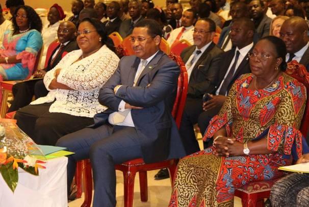 Les officiels au forum des jeunes sur l'égalité des chances