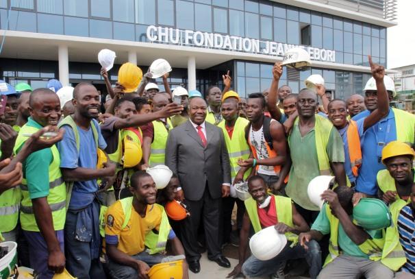 Ali Bongo Ondimba au CHU Jeanne Ebori, refectionné
