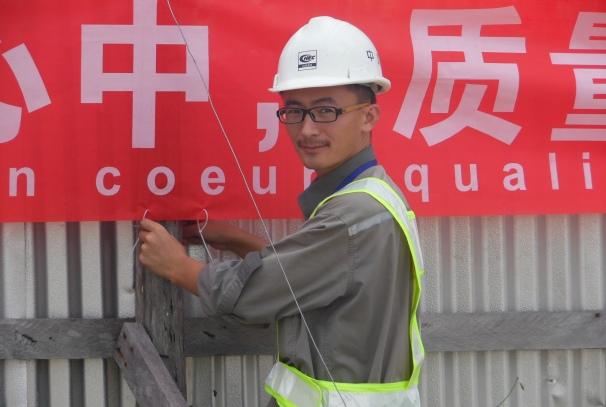 Un technicien chinois sur le site