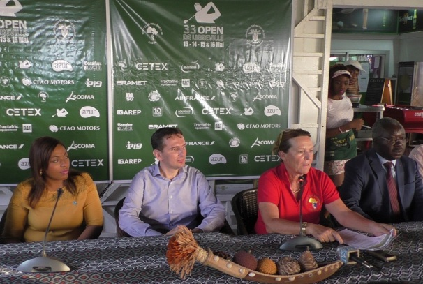 Une vue de la table des officiels (Cécile Poncet, au  centre devant le micro)