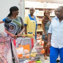 Visite du Président Ali Bongo Ondimba sur terrain pour vérifier les prix des denrées alimentaires