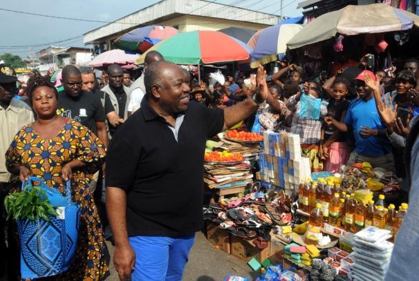 Le Président Ali Bongo Ondimba au marché de Mont-Bouët