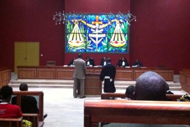 Lors d'une audience au tribunal de Libreville