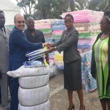 Le don des Maires du Gabon au centre médical de Kango