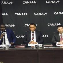 Lin Mombo (milieu) entouré de Mamadou Mbeng et Marco de Assis
