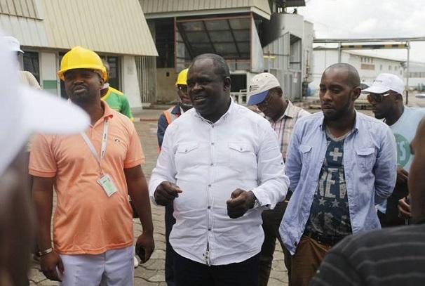 Visite de la Raffinerie de Lambaréné par la presse