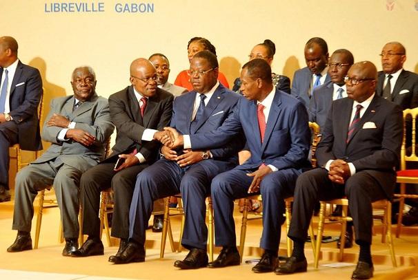Les personnalités de l'opposition et de la majorité au dialogue politique