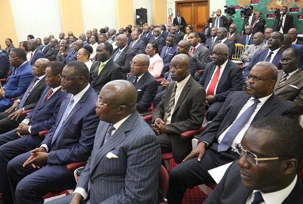 Les politiques de l'opposition et de la majorité pour le dialogue