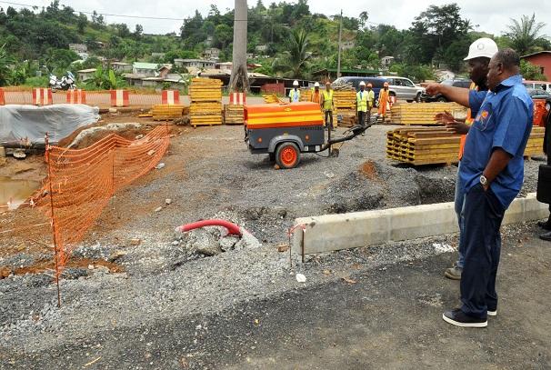 Ali Bongo Ondimba sur le chantier PK5-PK12