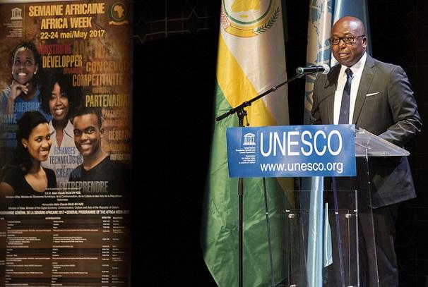 Alain-Claude Bilie By Nze à l'Unesco