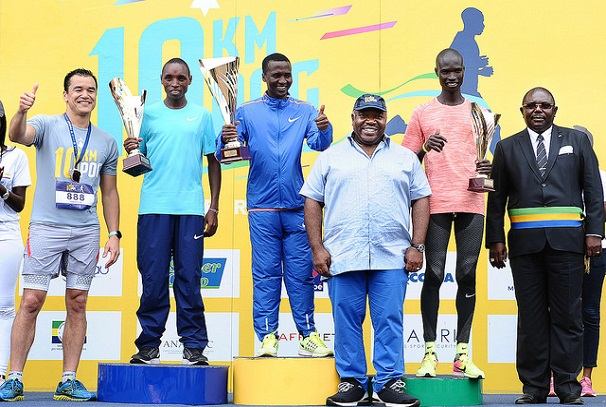 Ali Bongo Ondimba en première ligne de la course à pied de Port-Gentil