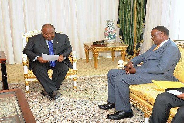 Ali Bongo Ondimba et Ephraïm Kamuntu, ministre ougandais du Tourisme, de la Faune et des Antiquités