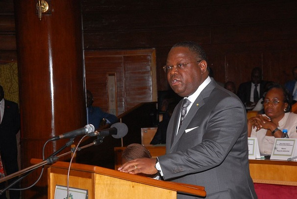 Emmanuel Isoze Ngondet devant les députés