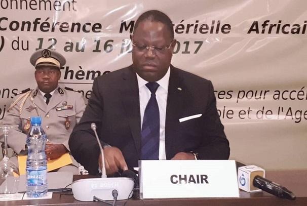 Emmanuel Issoze Ngondet et l'environnement