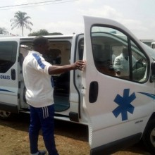 Mathias Otounga fait don d'une ambulance à Okondja