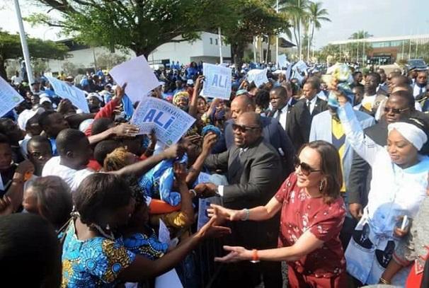 Ali Bongo Ondimba communie avec son peuple