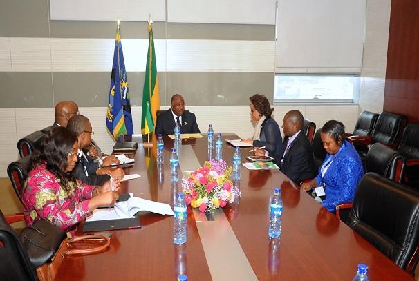 Ali Bongo Ondimba recoit Josefa Leonel CORREIA SACKO, commissaire à l'économie rurale et à l'agriculture chargée de l'Environement près la Commission de l'UA