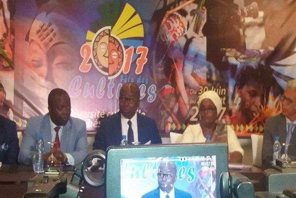 Alain-Claude Bilie By Nze annonçant la Fête des cultures du Gabon