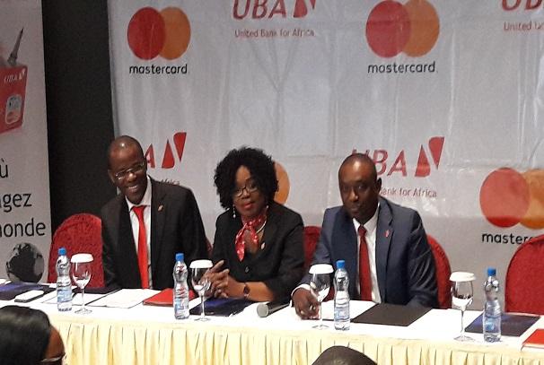 La direction de UBA Gabon présente la MasterCard