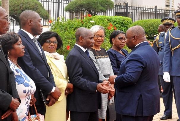Le président Ali Bongo Ondimba et la famille de Léon Mba
