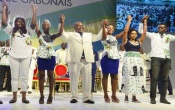 Ali Bongo Ondimba et les jeunes du PDG
