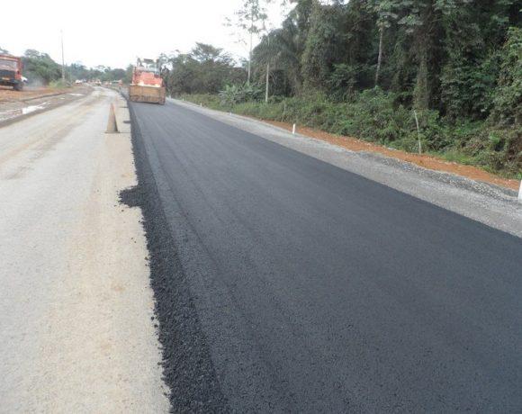 Construction des routes à l'intérieur du pays