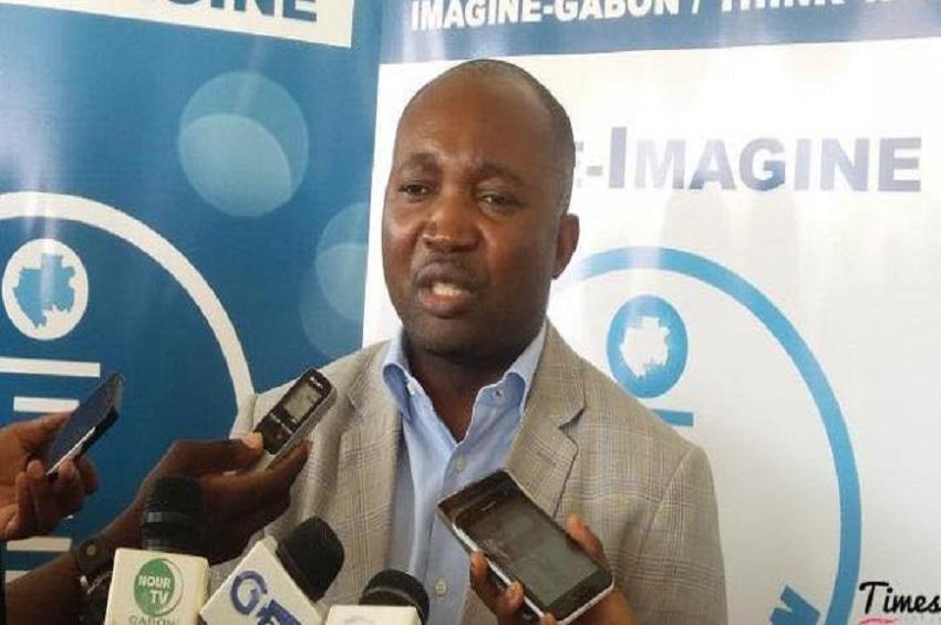 Emmanuel Eyeghe Nze, au café de l'association Imagine Gabon