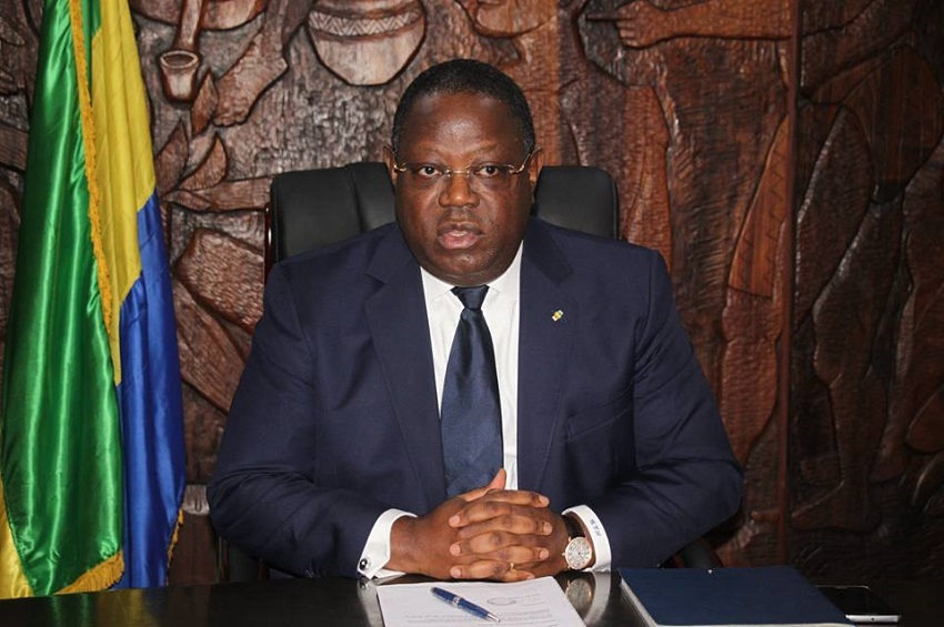 Emmanuel Issoze Ngondet présidant la réunion