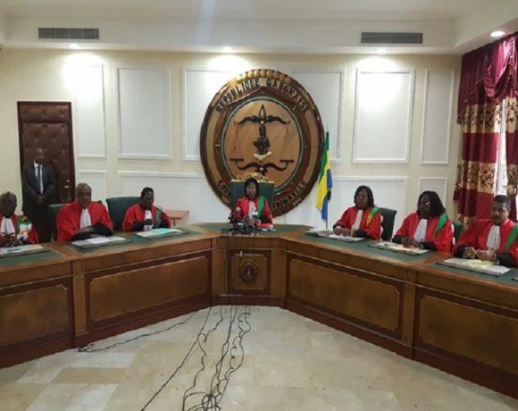 La cour constitutionnelle fait tomber le gouvernement et l'assemblée nationale