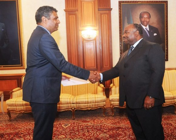 Le président Ali Bongo Ondimba et Joel Danies, Ambassadeur des Etats-Unis
